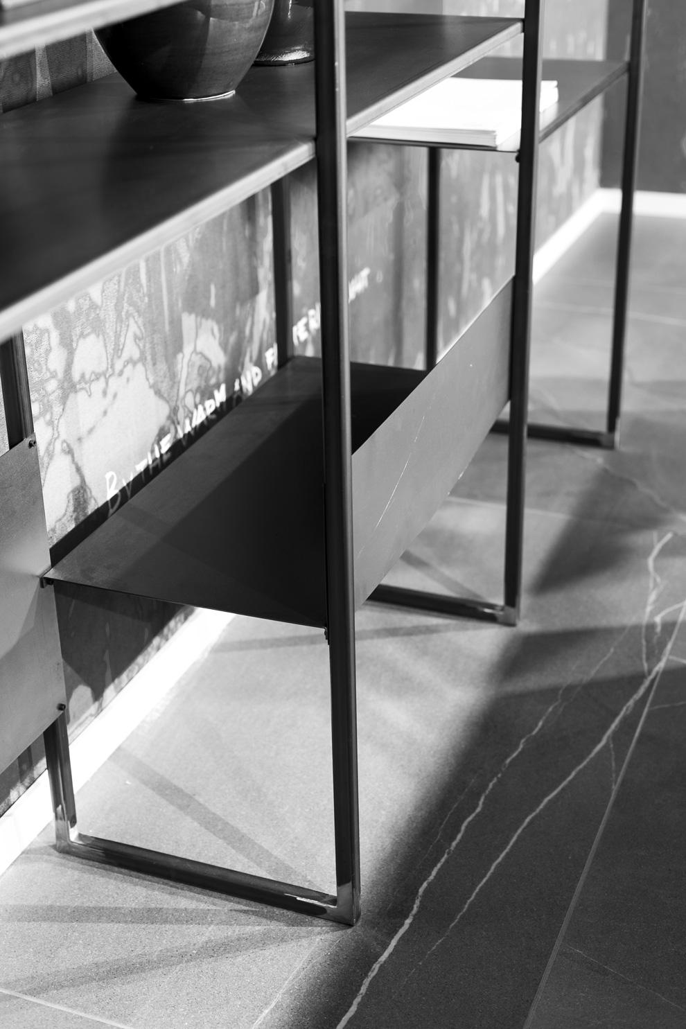 Scaffale modulare in ferro grezzo